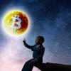 ビットコインなどの仮想通貨が資本市場で「生き残る確率は55%」|ブルームバーグ主催討論会