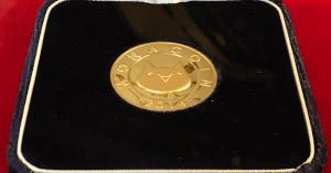 造幣局の刻印入り「純金製モナコイン」を販売、第2弾は仮想通貨のネムコイン|サカモト彫刻