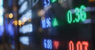 新型コロナ好材料で株価大幅高の背景、ビットコインは10000ドル手前で下落